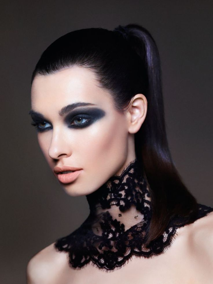 The Smouldering - Layer on eye intensity with a buildable eye shadow, pitch-black eyeliner and mascara for a dramatic look.