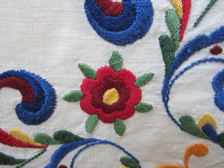Vintage Hand Embroidered Linen Tablecloth with Raised Design Crewel Work