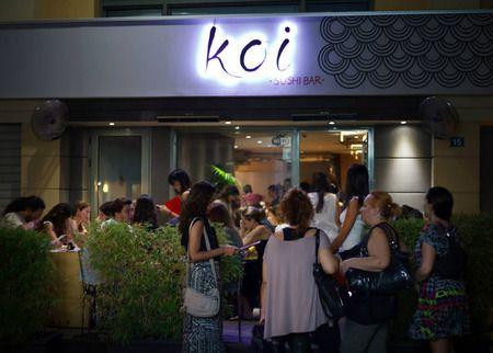 Δίνοντας έναν άλλο αέρα στην αγορά των sushi εστιατορίων, το Koi μέσα από την casual αισθητική και τις πιο ανταγωνιστικές τιμές της αγοράς, έκανε τo sushi… street food και καθιερώθηκε ως ένα από τα πλέον πολυσύχναστα σημεία της Αθήνας. Σειρά έχουν τα νησιά και οι δημοφιλείς καλοκαιρινοί προορισμοί και μια στάση στο Koi  θα ενταχθεί στα «place to be» του νησιού.
