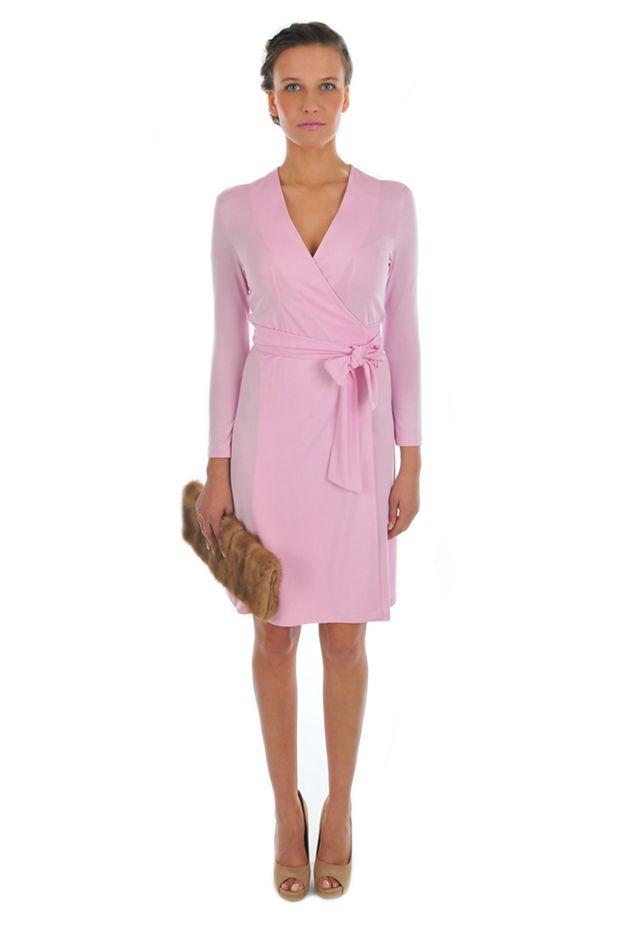 Платье нежно-розового цвета: с чем носить