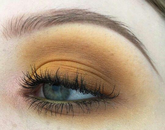 Beautiful yellow/brown eye by @ellamaried_makeup on instagram