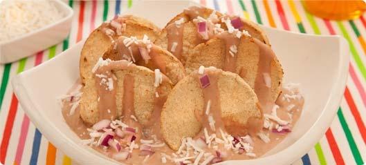 Nachos  de Maíz Horneados Saníssimo bañados en salsa de frijol