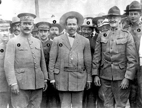 1.- teniente coronel Serrano, 2.- Gral Álvaro Obregón, 3.- Emilio Madero, 4.- Luis Aguirre Benavides, 5.- Gral. Francisco Villa , 6.- Dr. Lyman B. Rauchsman, 7.- Gral. John J. Pershing y 8.- George C. Patton.