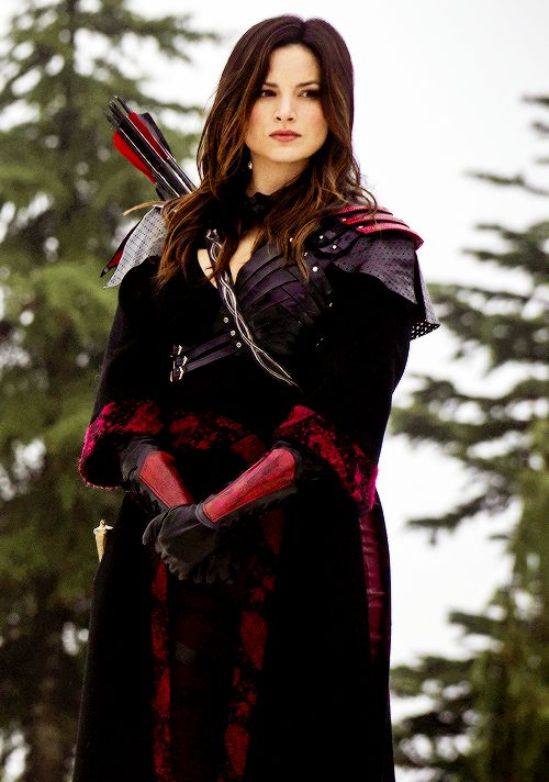Her outfit is amazing! Cool cosplay- Nyssa Al Ghul tumblr_ngal0yBeWy1tlr77qo2_500.png (500×712)