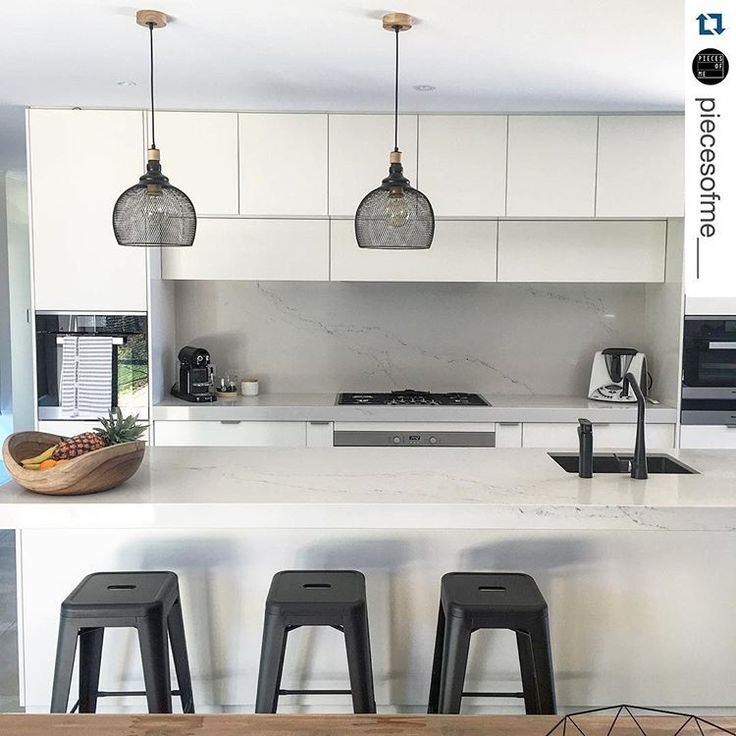 Pendants. This kitchen designed by @bkbu48 features the very beautiful Caesarstone Statuario Nuvo. Just lovely @piecesofme___ #Caesarstone #kitchen #interior #interiordesign #marbleinspired #stone #quartz #designinspiration #modern