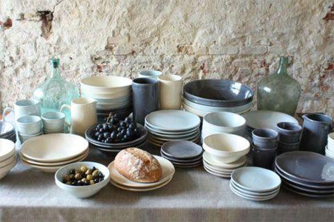 Bij Raw Materials is vanaf heden ambachtelijk en handgemaakt Italiaans servies verkrijgbaar.