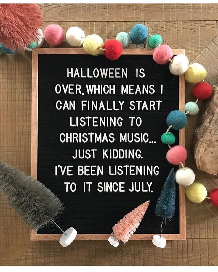 True story! Every so often a few classic Christmas songs drift into the play list all year long. Now that Halloween is behind us it's time to sip some hot coco and bring it on. Who's also ready to admit their love for the scratch of the old recordings and the nostalgic memories it brings? Raise your hand Photo credit goes to the lovely from @magnolia . . . . . . #refluffs #christmas #christmasmusic #christmastree #nostalgic #classicchristmas #pompom #bottlebrushtrees #letterboard #magnolia…