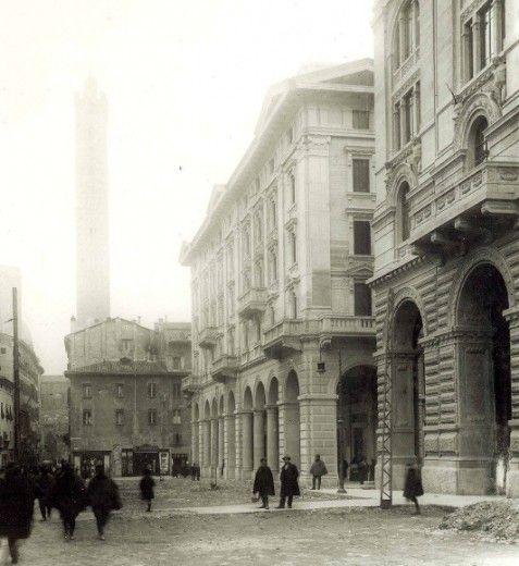 Via Rizzoli (1903) Archivio Fondazione Cassa di Risparmio in Bologna.  via bologna.repubblica.it
