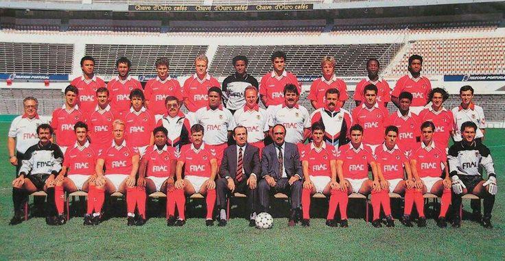 O plantel do Benfica para a época 1990/91.