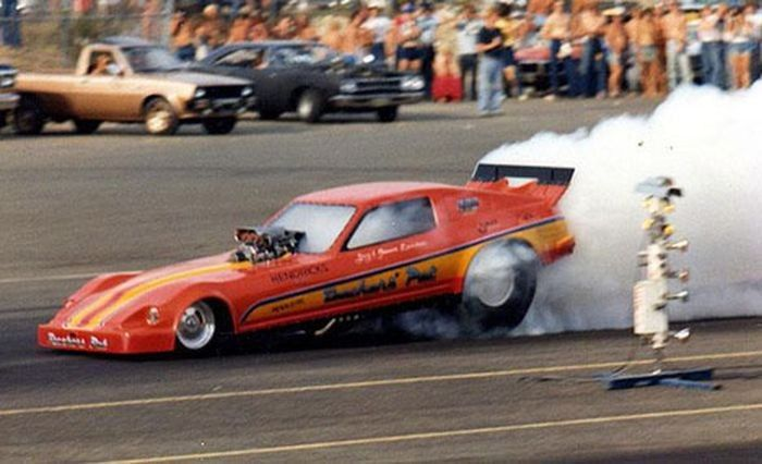 Four-Links – Japanese funny cars, sleeper Summit, Beetle GSR, Brown Bomber