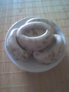 Sapone tutta lavanda     Ingredienti:   500 g Olio di Oliva    64 g Idrossido di Sodio (soda caustica)  150 g Infuso di fiori di lava...