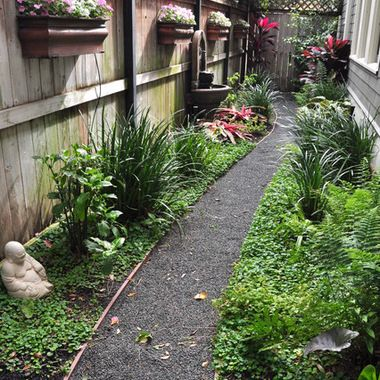 Note Low Cost Pea Gravel As Walkway Landscape Design Pinterest Yard Garden And Side Yards