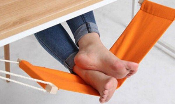 Un hamac pour les pieds, l'objet ultime pour le bureau