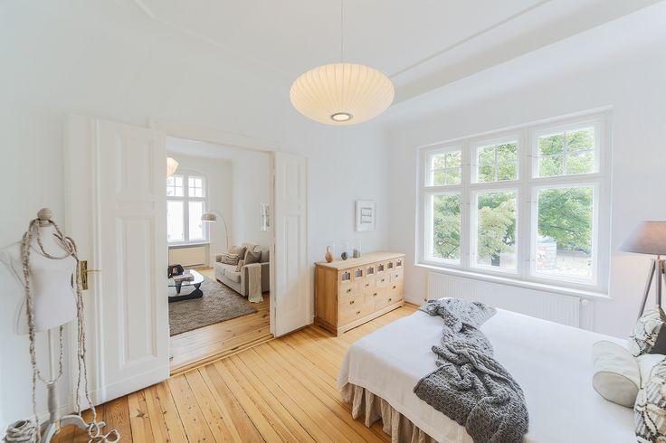 Decken-Stuckelemente in den meisten Wohnräumen in unserem Objekt Am Kranoldplatz.