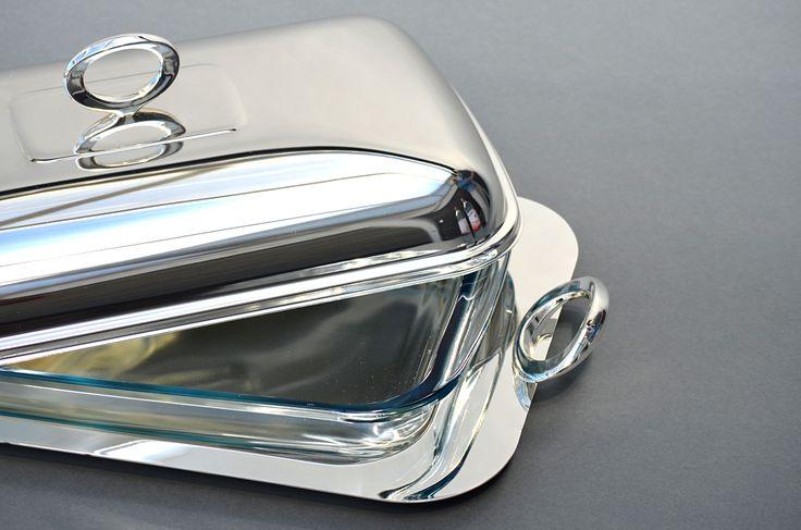versilberte, ovale Auflaufform mit Griffen, 3-teilig mit Glaseinsatz, anlaufgeschützt Maße: ca. 47,5 x 26,5 x H 16 cm