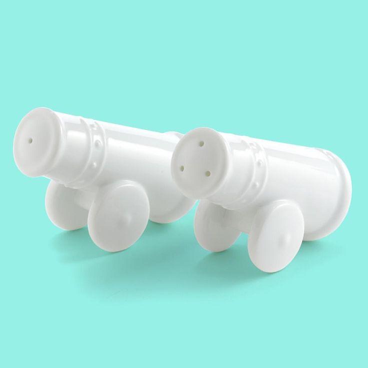 Cannon salt & pepper shakers  大砲の塩胡椒いれ