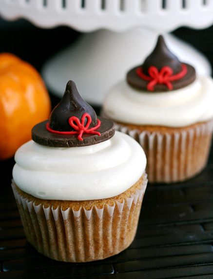 These Pumpkin Cupcakes by Whisk Kid would go perfectly with a cup of coffee! We love the extra cute Halloween decoration too! #Coffee #Cupcakes #Halloween