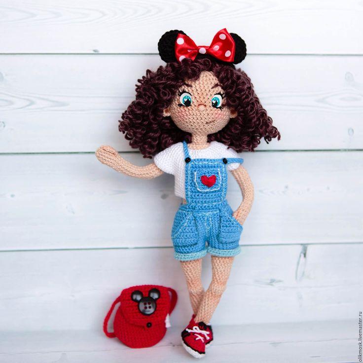 Купить или заказать Кукла Мила в интернет-магазине на Ярмарке Мастеров. Озорная девчонка Мила, очень любит фотографироваться и озорничать) На цельном проволочном каркасе, гнутся шея, руки и ноги. Глазки нарисованы. Снимаются только ободок и рюкзак. Достаточно уверенно стоит сама(если поймать положение равновесия). Связана из хлопка, волосы полушерсть. Игрушка не предназначена для детей!