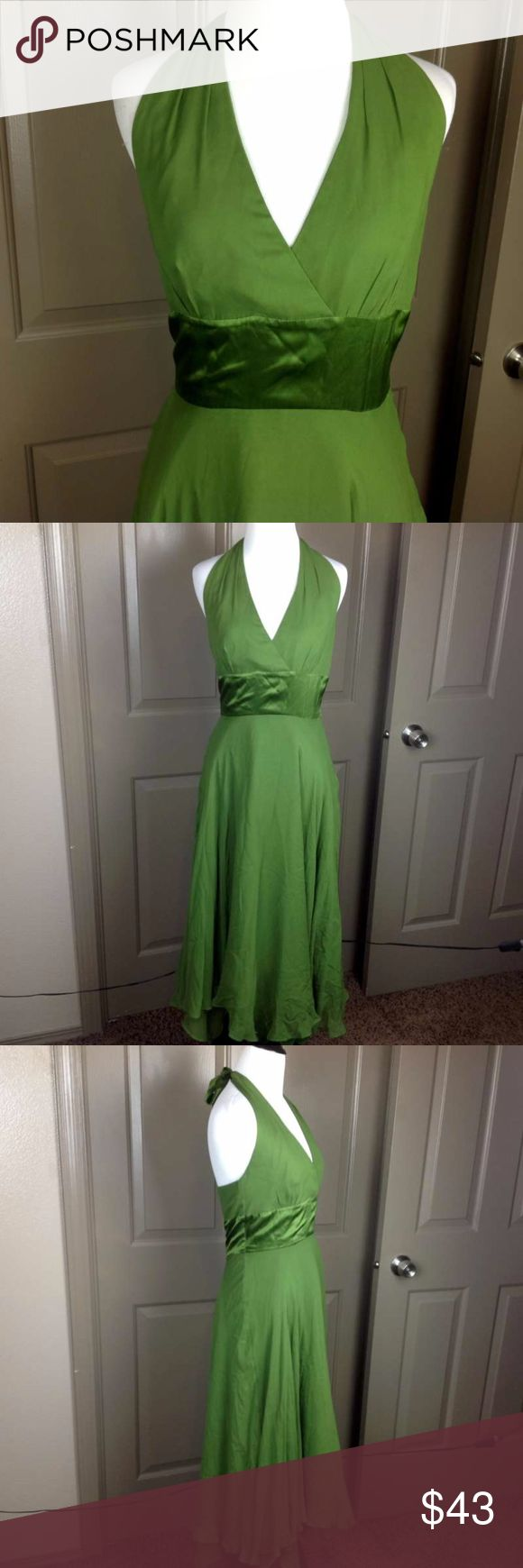 Donna Ricco Dress 4 Maxi 100% Silk Flare Formal Great Condition Donna Ricco Dress 4 Maxi 100% Silk Flare Formal Sleeveless Green approx. 52 inch length from top of tie back 16 inch across bust 14 inch across waist Polyester lined Donna Ricco Dresses Maxi
