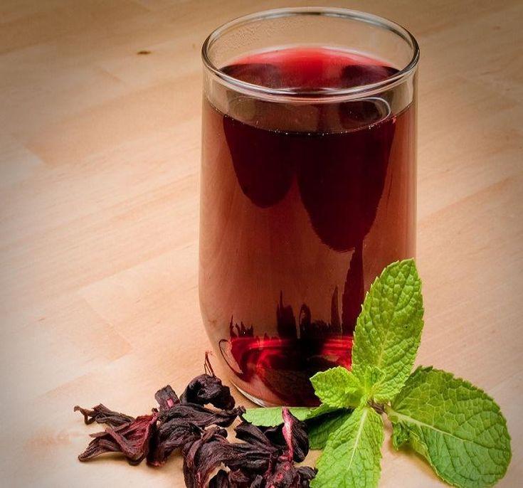 Le jus de bissap est une boisson originaire du Sénégal. Elle est préparée quand on a chaud, ou des invités, ou encore les jours de fête, en famille, etc.La recette quant à elle comporte une seule dif...