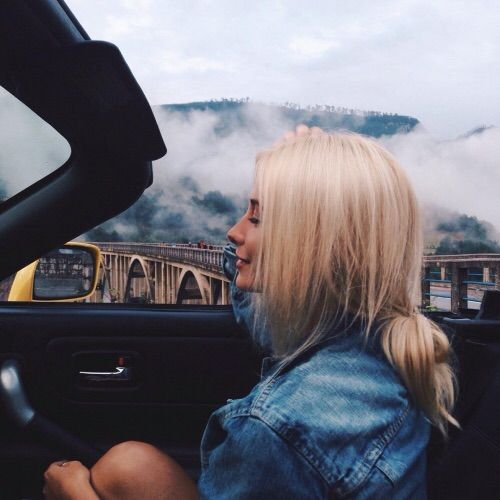 Image via We Heart It #blonde #car #girl #ponytail