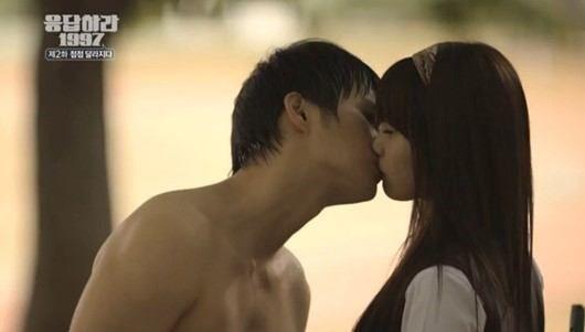 Seo In Guk y Eunji comparten un beso en Responder 1997 / Fuente de la imagen: TVN