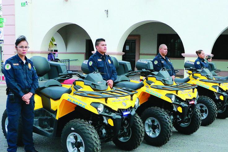 Estrenan policías unidades y equipo táctico