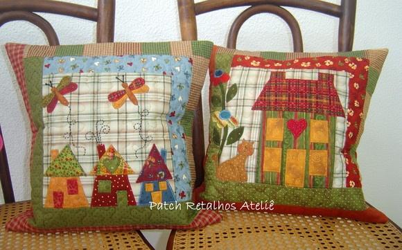 Capa de almofada em patchwork, com aplicações em tecidos importados e nacionais. Toda quiltada, cores e aplicações variam de acordo com seu gosto. Preço unitário 62,00 R$78,00