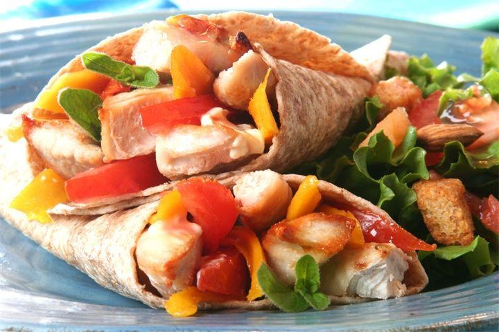 Бурри́то (бурритос) Буррито, бурритос — мексиканское блюдо, состоящее из мягкой пшеничной лепёшки (тортильи), в которую завёрнута разнообразная начинка, к примеру, фарш, фасоль, рис, помид...