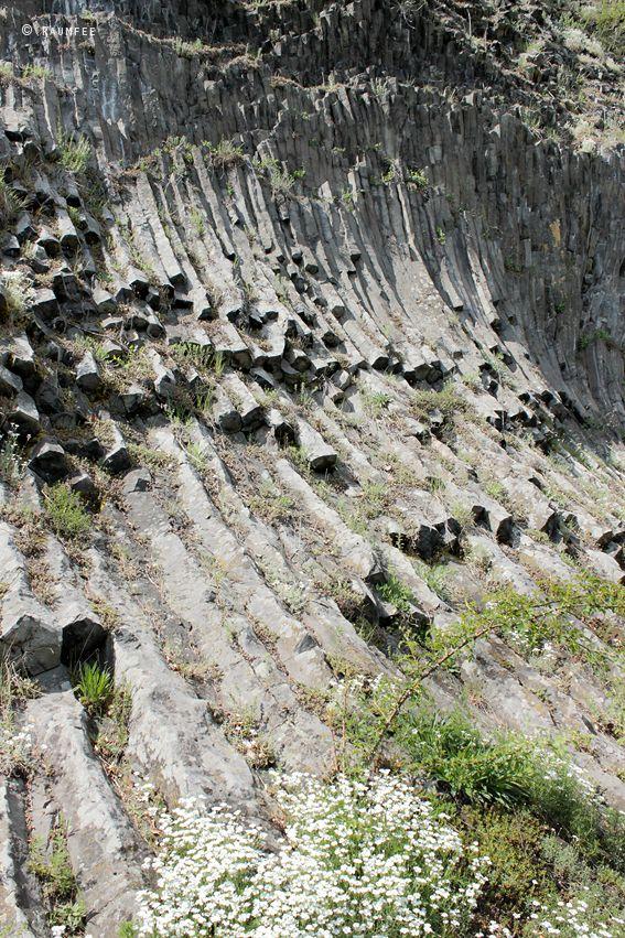 Die Raumfee:  Basaltwand am Vulkan Hoher Parkstein, Oberpfalz