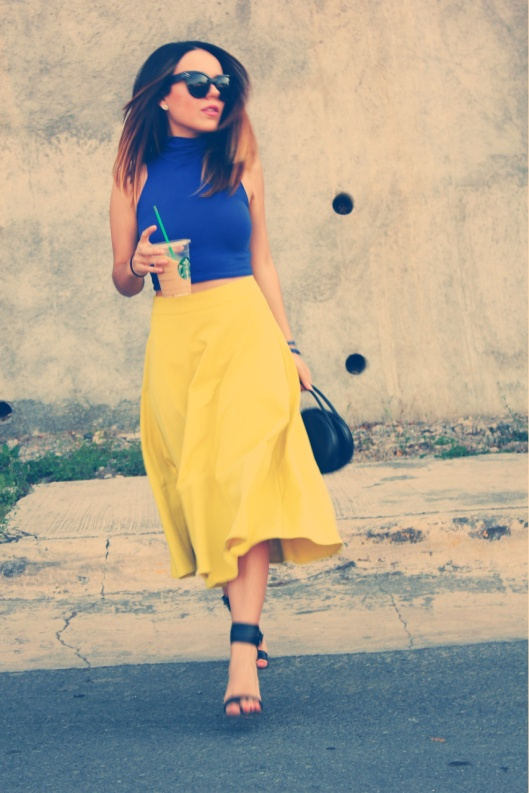 Mid-skirts lady like look! http://dearmilano.com