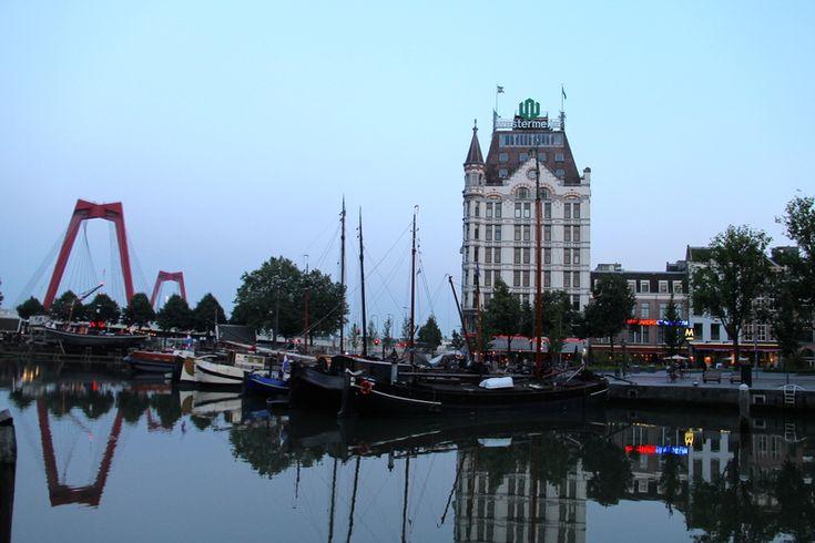 Witte Huis i most Willemsbrug w Rotterdamie