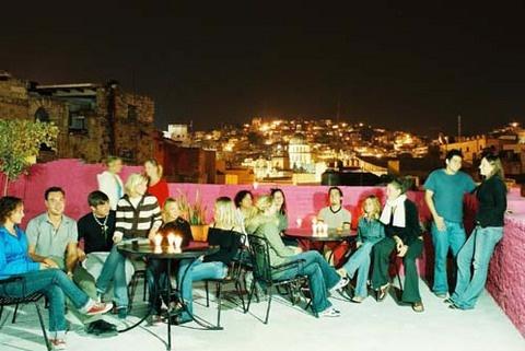 El mejor ambiente en la terraza de hostal casa del tío en Guanajuato