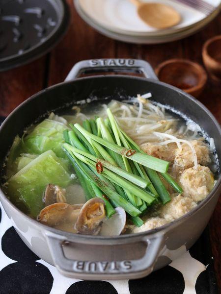 秋冬はやっぱりお鍋!これからの季節にぴったりな「絶品お鍋レシピ」を、たっぷり12種類ご紹介します。ぜひチェックしてお試しくださいね。