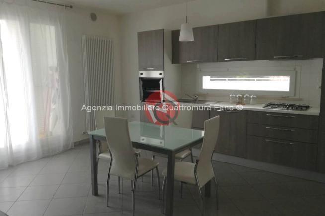 FANO LICEI, Appartamento in affitto, Superficie: 75 m², Arredamento: Arredato, Riscaldamento: autonomo, Ingresso: Condominiale, Camere: 2