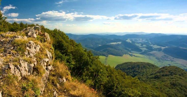 Strážovské vrchy sú geomorfologický celok na rozhraní západného a stredného Slovenska. Rozprestiera sa v nich časť CHKO Strážovské vrchy so vzácnou flórou a faunou. Patria k jedným z horských celko…