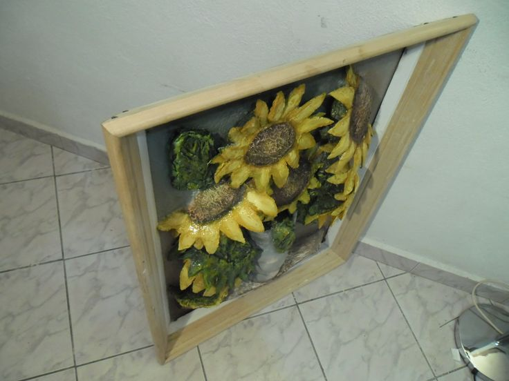 Top view of the sunflower vase painting.