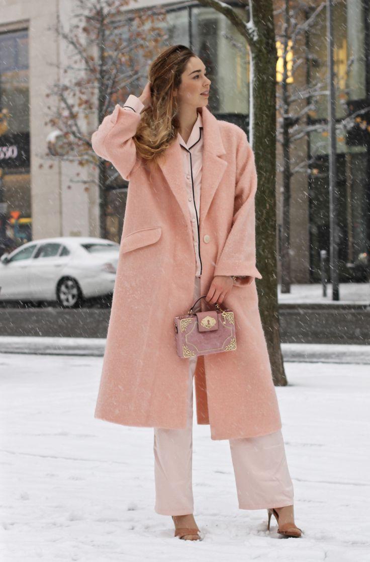 Nightwear-By-Day - So stylst du Schlafanzüge im Alltag. Winterlook in Rosa, Lachs & Bude