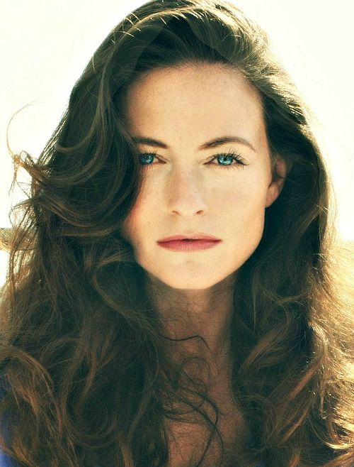 Happy b-day Lara Pulver ♥