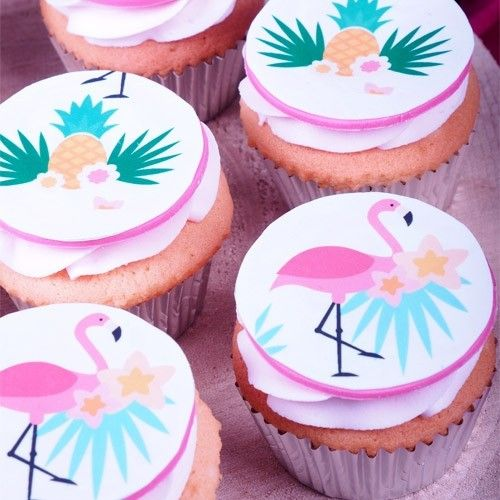 They are on their way of becoming the new unicorns: flamingo's. On a tropical garden party these cupcakes are a welcoming guest. Are you going all the way?  Flamingo cupcakes - Cupcakes - Recipes  | Deleukstetaartenshop.com