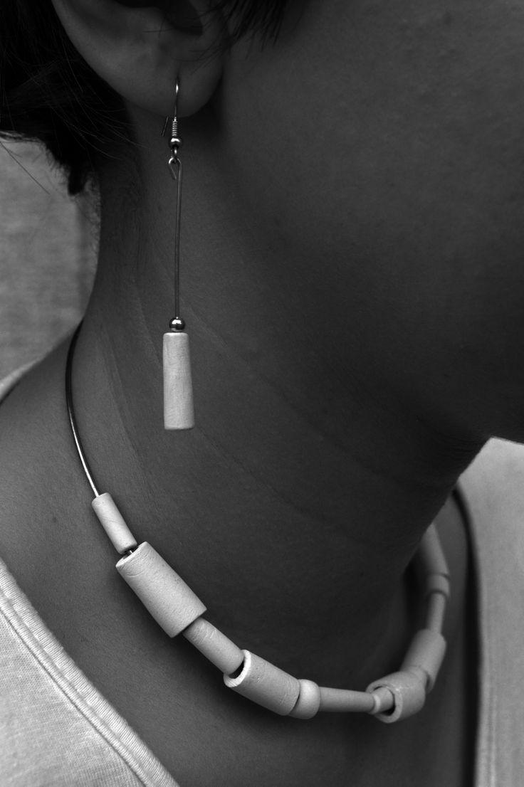 Collana di porcellana design by Atelier Daniela Levera. Collar de porcelana diseño made in italy. Porcelain necklace