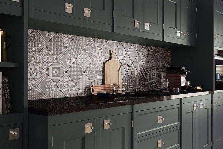 armoires de cuisine anthracite et crédence en carreaux de ciment superbes