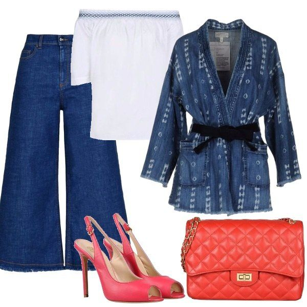 Jeans a vita alta, blusa bianca a maniche corte che lascia scoperte le spalle, giacca monopetto di jeans. Sandali rosso corallo e borsa trapuntata rossa con catena dorata.