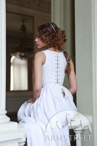 Renaissance Underwear Florentine Style Corset, love the corset, and the hairstyle as well. I must do my hair like that.