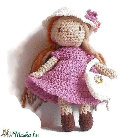Emma baba ruhatárral, kézzel készített öltöztethető baba díszdobozban. (FonalArt) - Meska.hu #crochet dol #fonalart