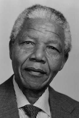 Uma figura-chave do Congresso Nacional. Foi acusado de traição, banido de envolvimento político, expulso e condenado a prisão perpétua. O encarceramento de Mandela chamou a atenção internacional para as injustiças raciais do governo sul-africano. Mandela serviu 27 anos na prisão, antes de sua libertação em 1990, com a idade de 72. Ele foi eleito o primeiro Presidente negro da África do Sul em 1994.revoadanet