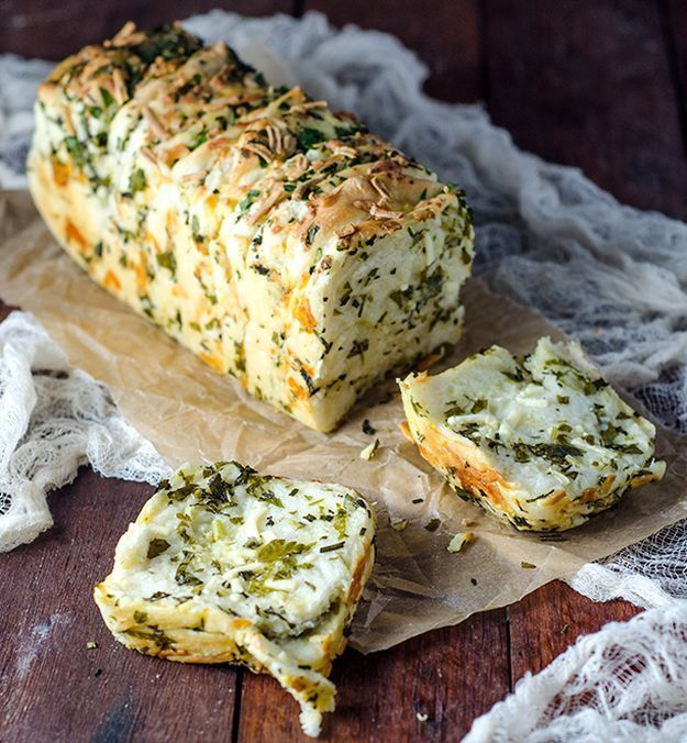garlic herb and cheese pull apart bread, see more http://homemaderecipes.com/course/pastas-bread/16-homemade-bread-recipes/