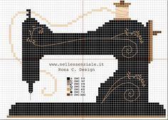 Uno schema per punto croce di una bella macchina da cucire stile vecchia Singer. Un ricamo vintage per le appassionate di cucito.