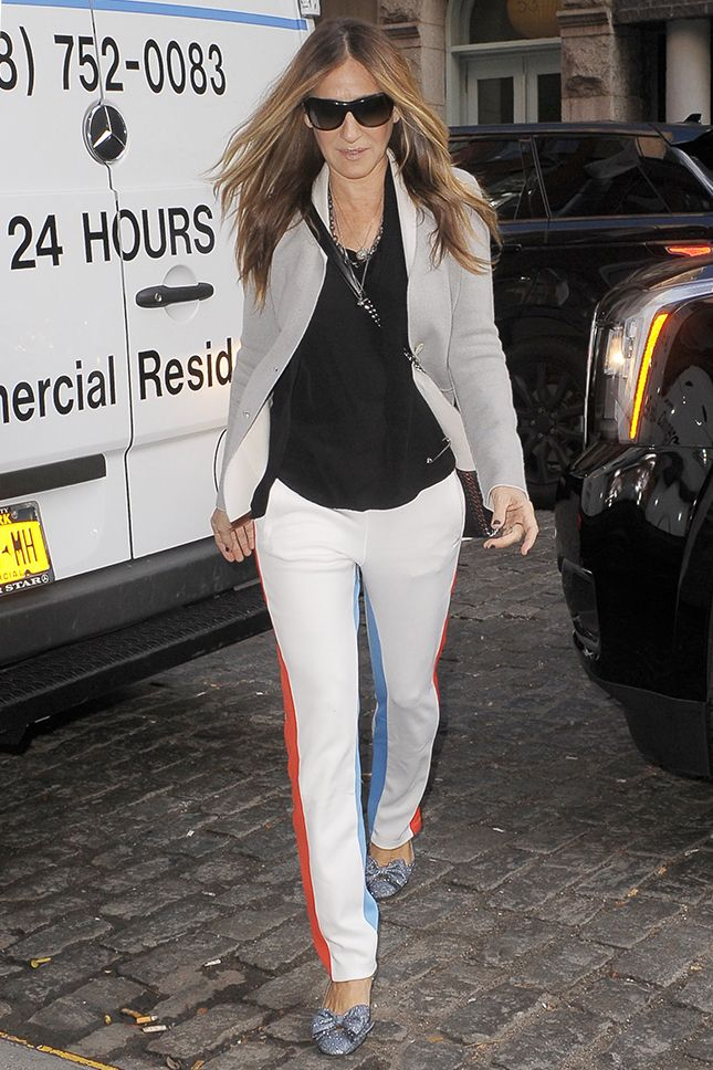 Сара Джессика Паркер в брюках Tory Sport в Нью-Йорке