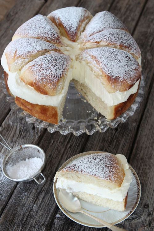 swedish cream bun cake: